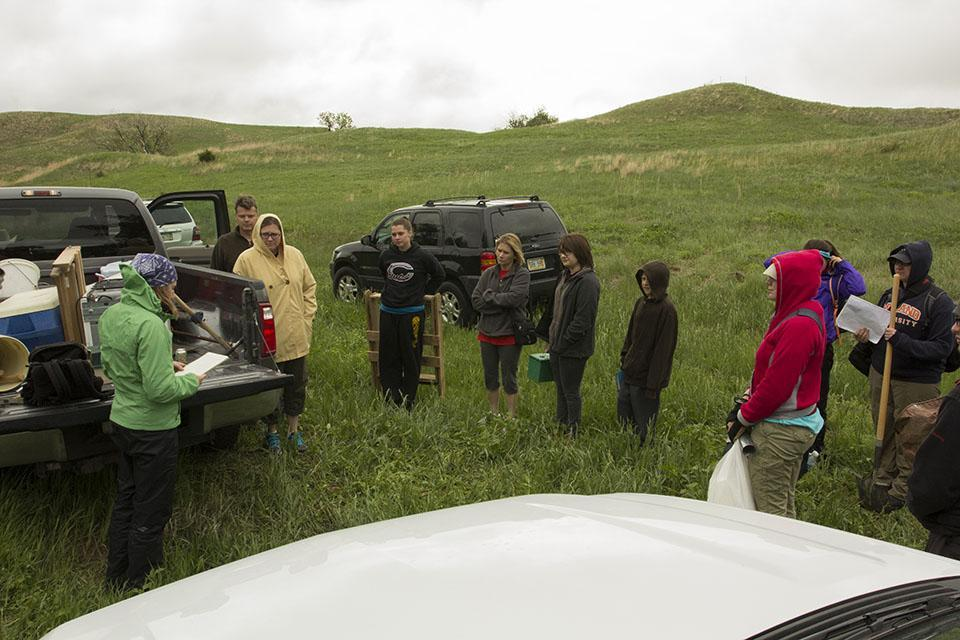 Graduate student Nora Greiman describes the history of the Kelso site to UNL field school participants and volunteers from the UNL School of Natural Resources.