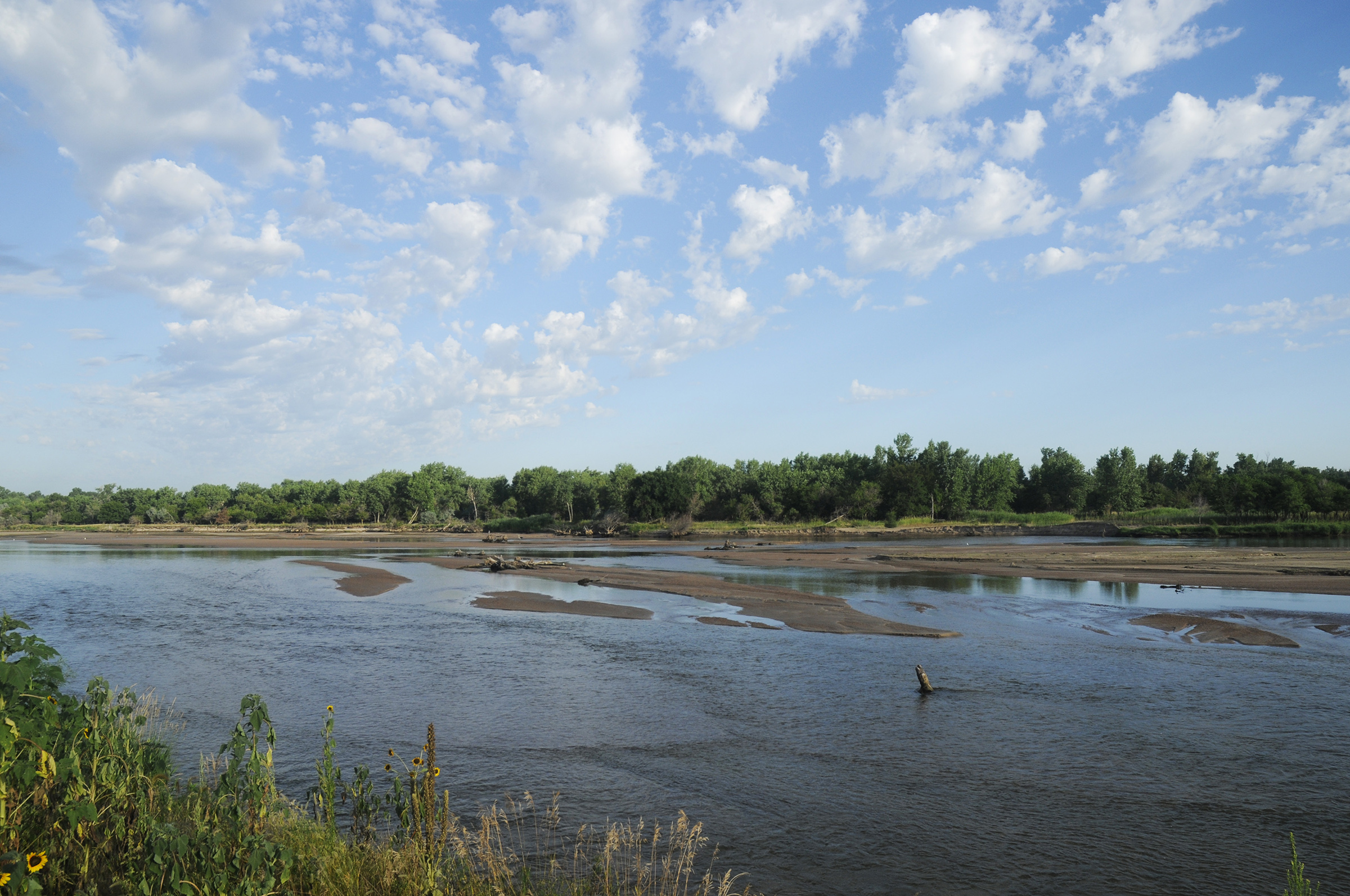 High water scoured sandbars on the Platte River near Plum Creek. (Michael Forsberg)